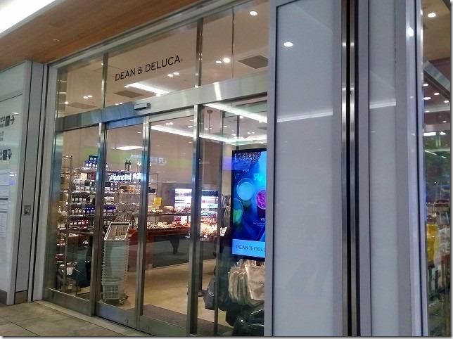 新宿駅 新南口 エキソト DEAN & DELUCA CAFE(ディーン&デルーカ カフェ