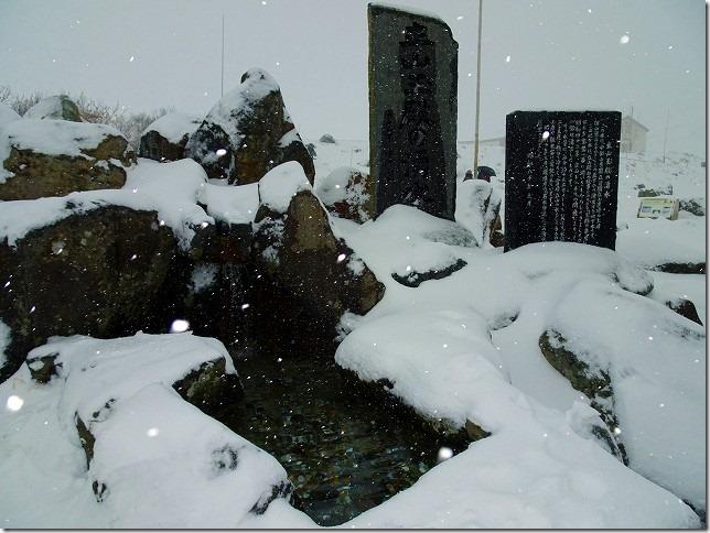 立山玉殿の湧水(たてやまたまどのゆうすい)室堂平 富山県 立山町