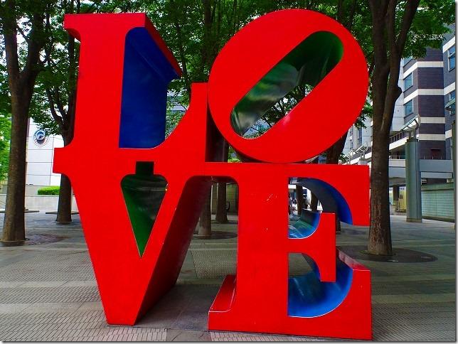 新宿アイランドタワー LOVE 彫刻