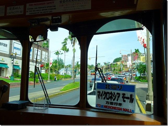 赤いシャトルバス グアム