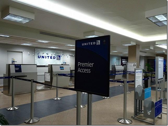 UNITED航空 T ギャラリア グアム チェックインカウンター